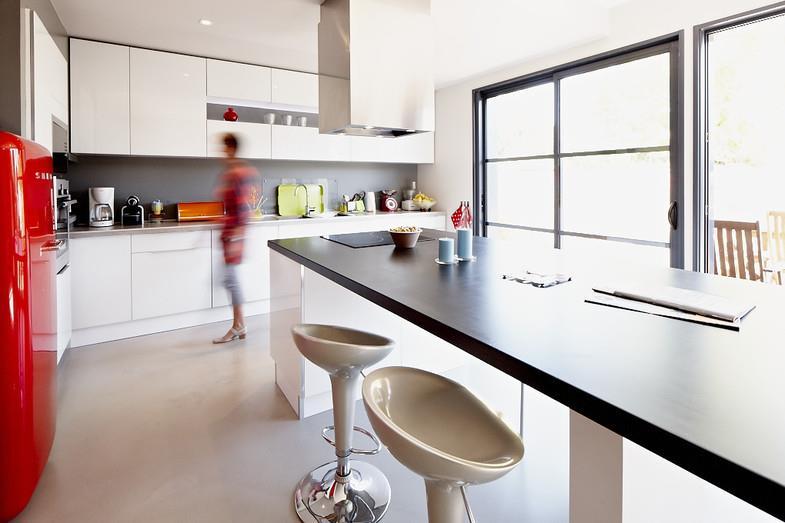 Îlot Central Avec Plaques De Cuisson Et Espace Repas - Cuisine avec ilot central plaque de cuisson