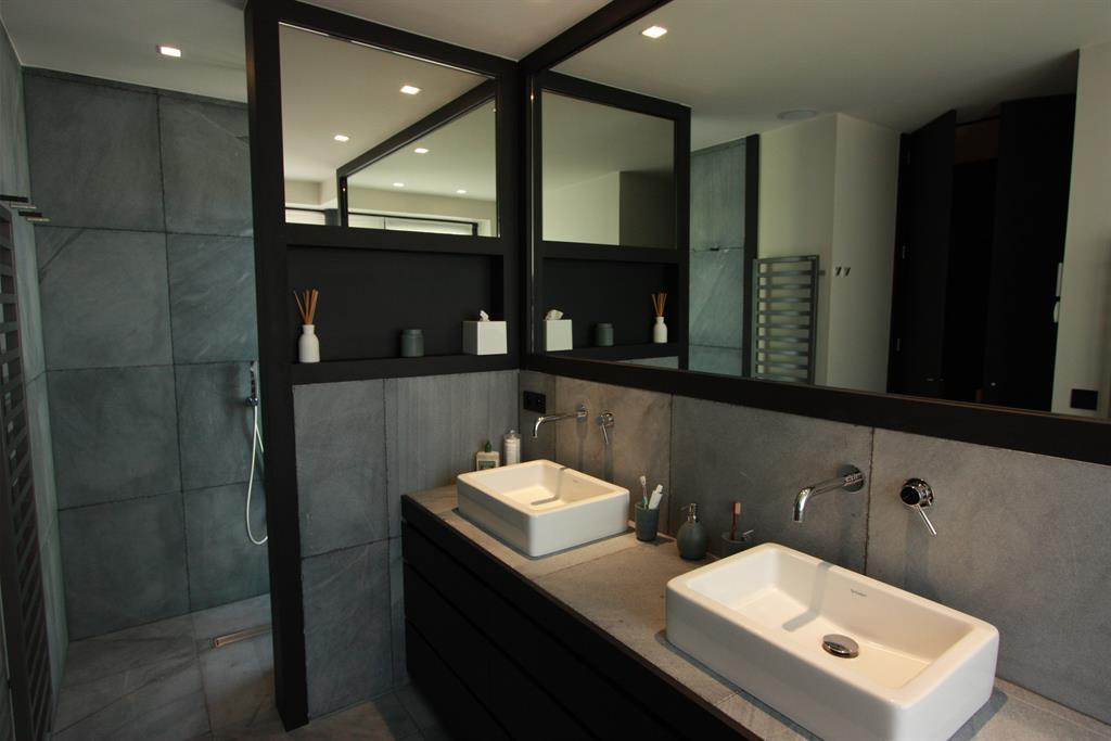 Beautiful salle de bain contemporaine photos amazing for Salle bain contemporaine