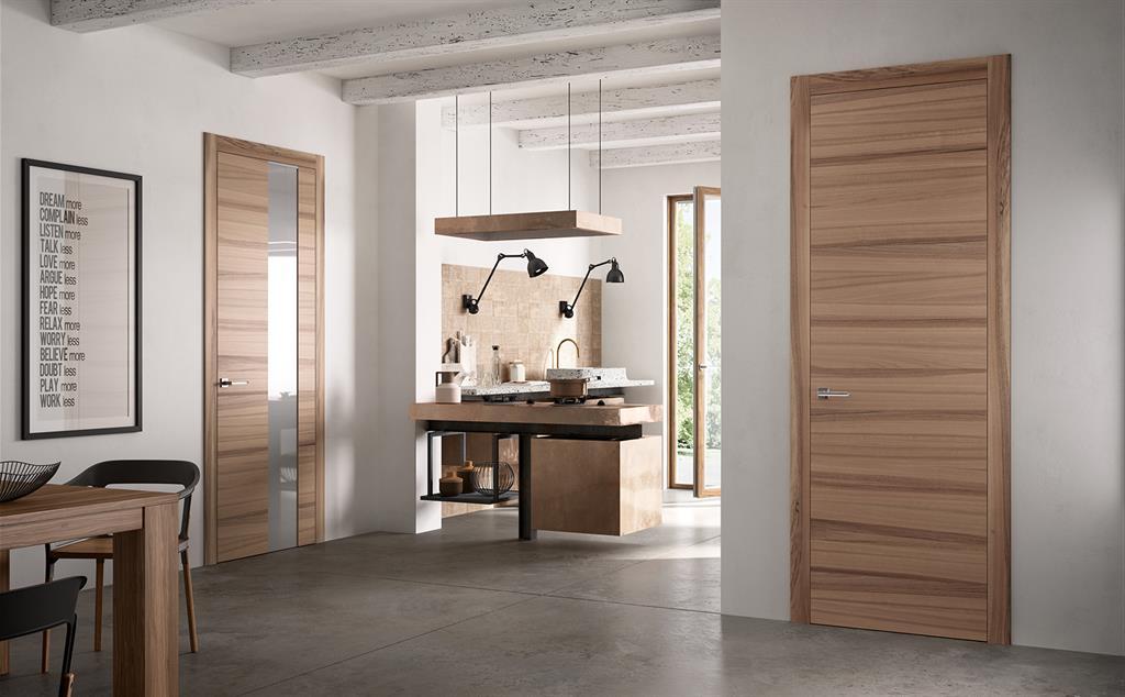 Cuisine ouverte et portes en bois