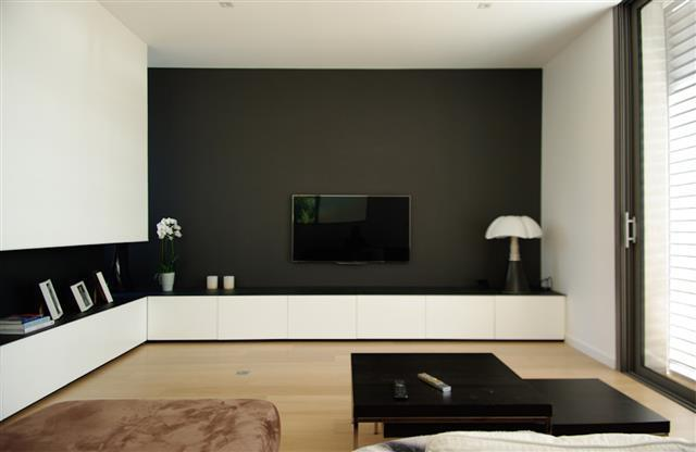 salon contemporain gris fonc et blanc dank architectes. Black Bedroom Furniture Sets. Home Design Ideas