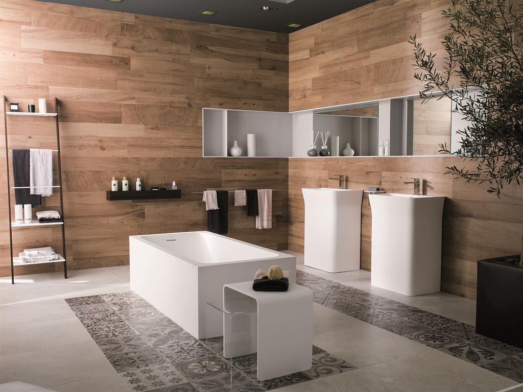 Panneaux muraux en bois pour une salle de bain design et naturelle