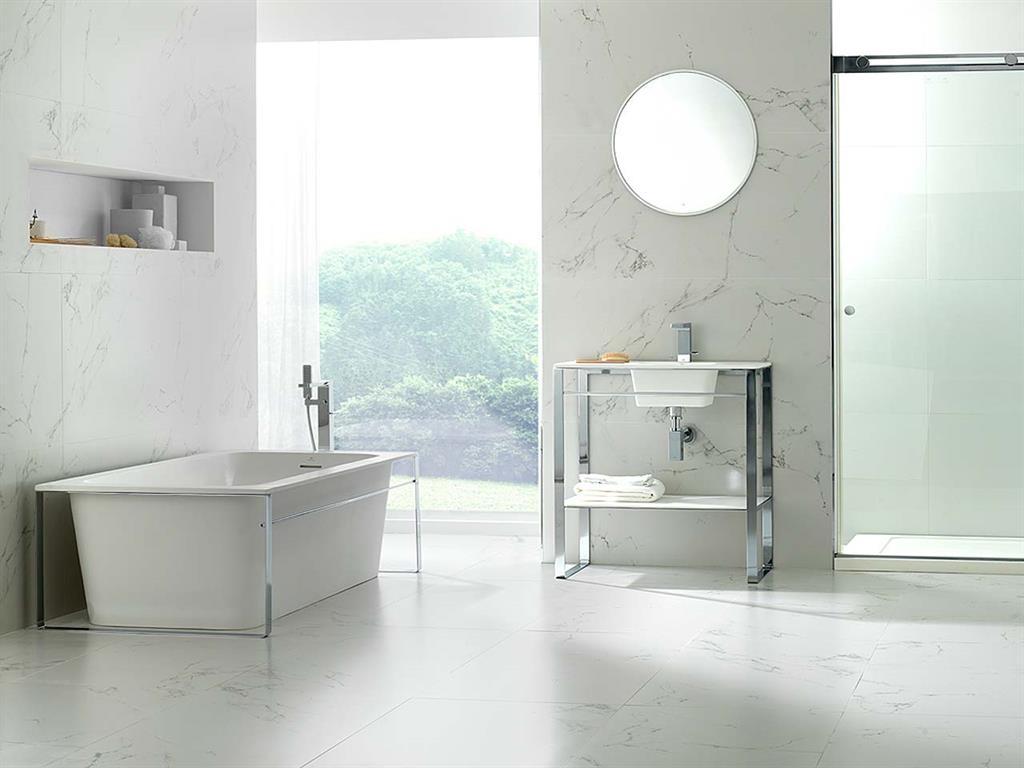 Eléments de salle de bain en Krion® avec armatures en inox