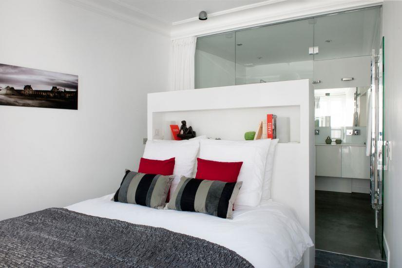 Chambre blanche et grise avec salle de bain vitr e - Chambre design blanche ...