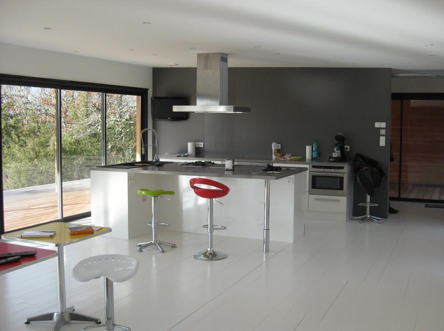 Cuisine d 39 une villa contemporaine en ossature bois for Cuisine bois contemporaine