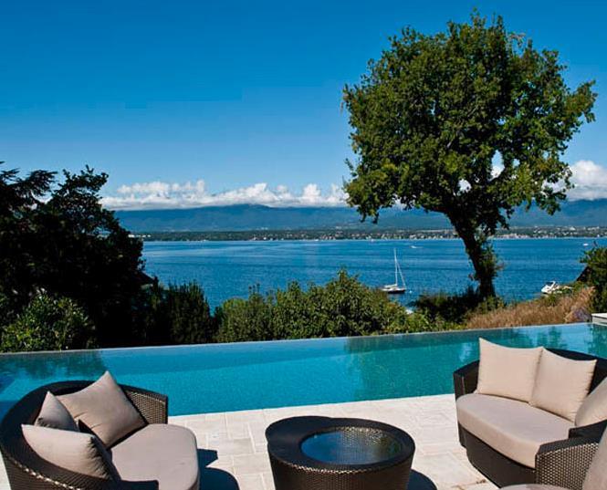Piscine d bordement avec terrasse jacquet sa photo n 79 for Piscine avec debordement