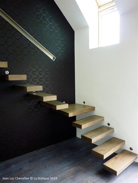 Cet escalier design flottant en bois est une création