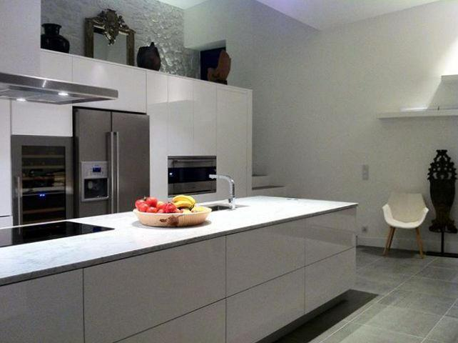Grande cuisine quip e blanche laqu e robert deniau for Photo cuisine equipee moderne