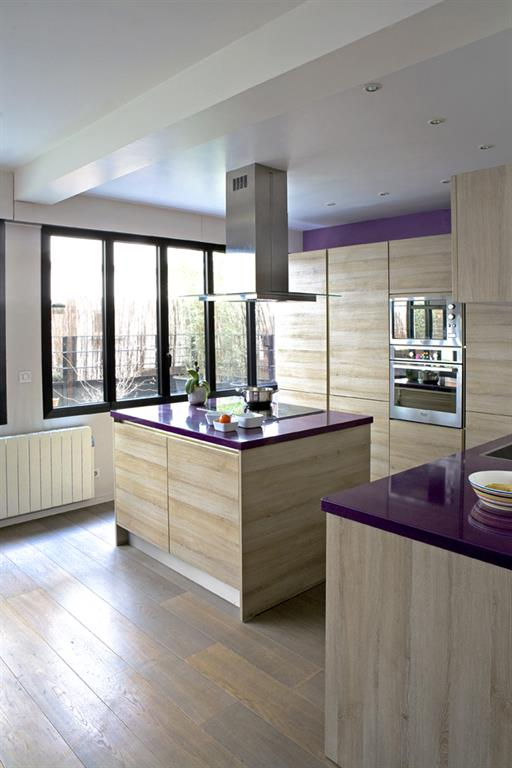 cuisine lumineuse avec grande verri re les murs ont des oreilles. Black Bedroom Furniture Sets. Home Design Ideas