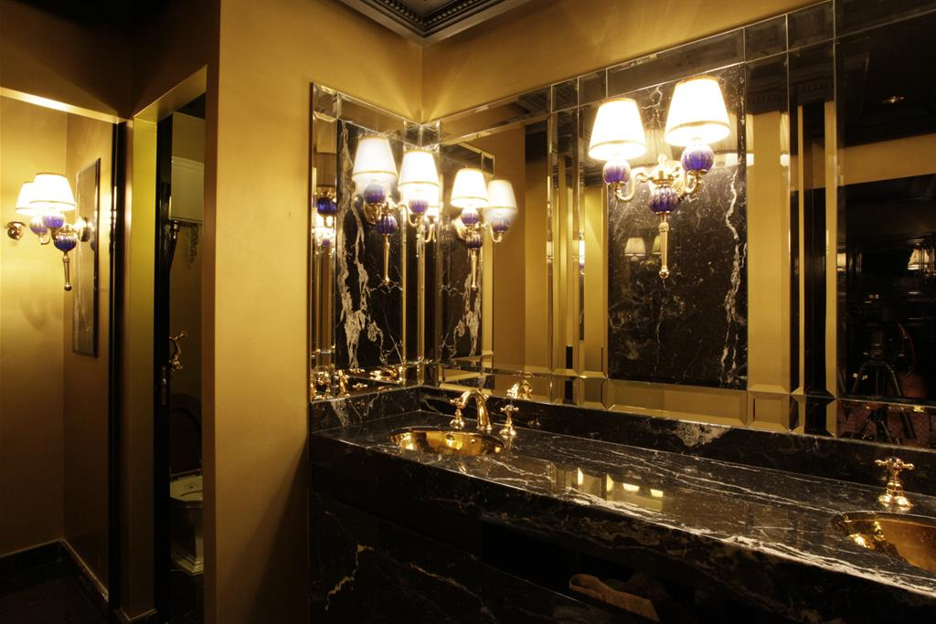 Image Toilettes Night club Loïc MURIEL