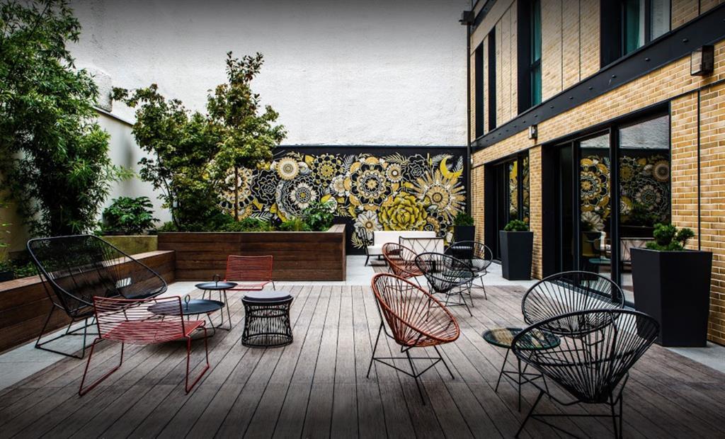 Jardinière Image'In pour décoration design d'une terrasse d'hôtel en patio