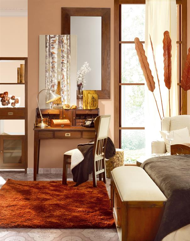 Chambre chaleureuse dans les tons bois et orangés