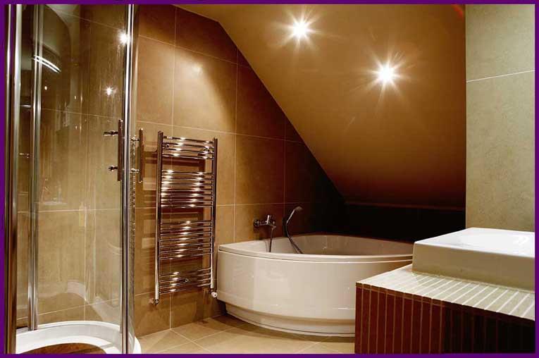 Amenagement d 39 une salle de bain avec baignoire et douche for Amenagement salle de bain avec douche