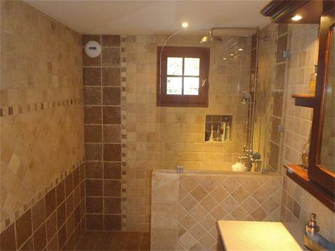 Salle de bain traditionnelle Bourgoin-Jallieu - domozoom.com