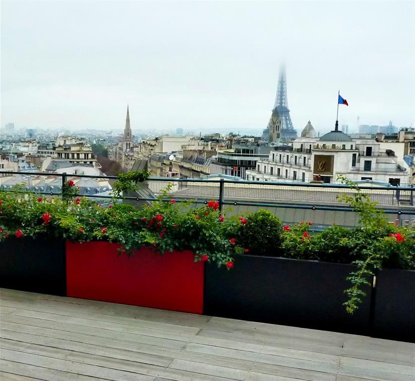 Terrasse moderne sur les toits de paris fence paris - Terrasse sur toit paris ...