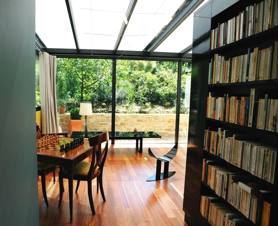 maison au piano noir. Black Bedroom Furniture Sets. Home Design Ideas