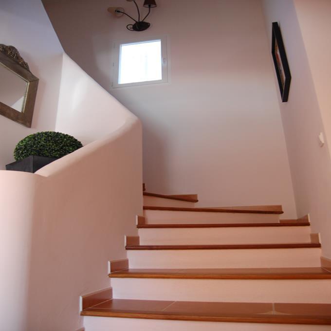 Escalier en b ton et carrelage villas nimazur photo n 57 for Carrelage escalier interieur