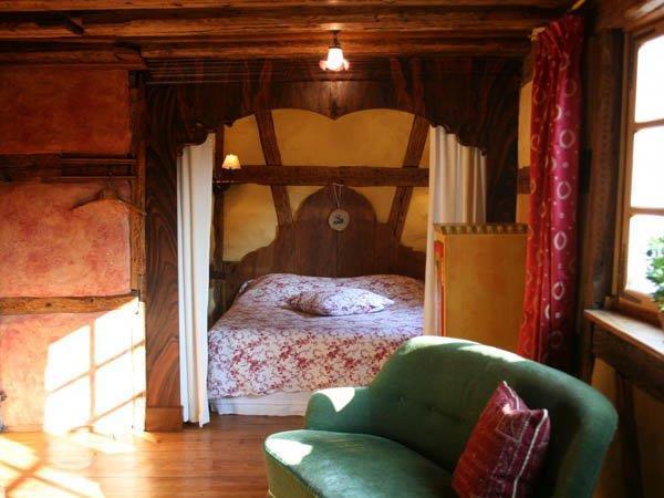 Chambre en alc ve dans le style traditionnel alsacien avec - Chambre en alcove ...