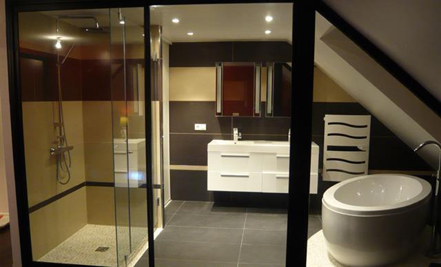 Salle De Bain Pour Combles Chambre Avec Salle De Bain Sous Comble - Salle de bain dans combles