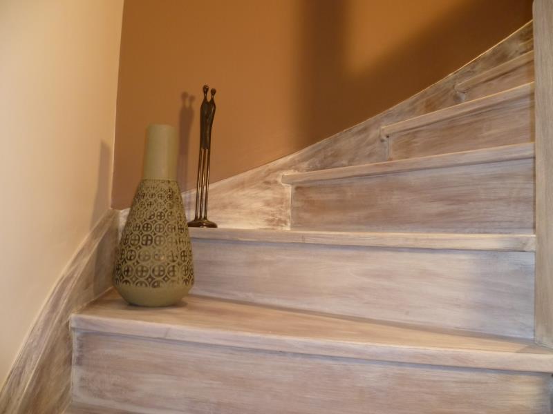 Escalier c ruse blanc patin e l 39 ancienne dali renovation for Peindre escalier en blanc