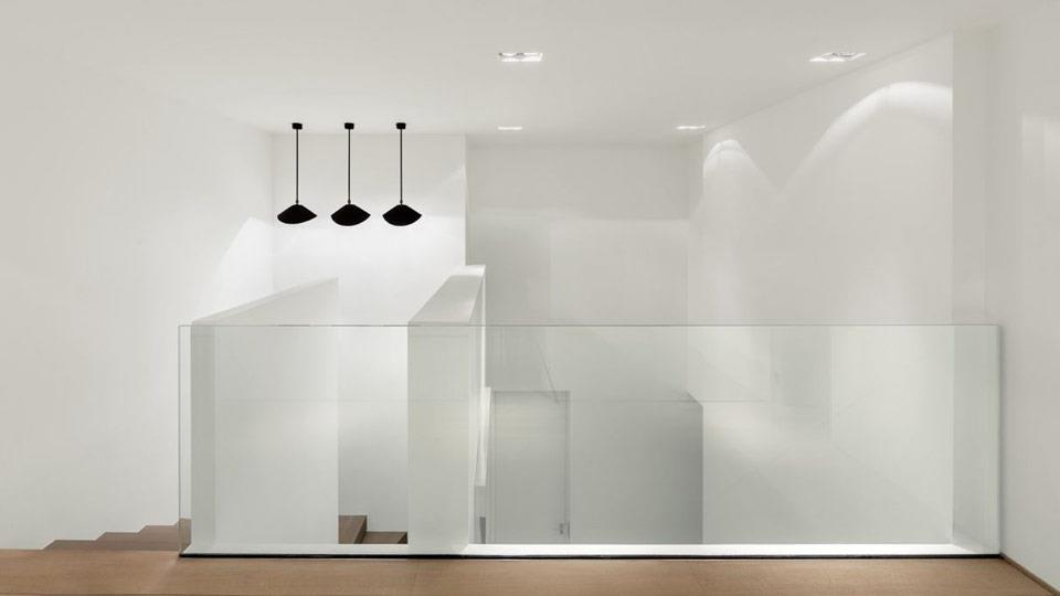 Mezzanine minimaliste et contemporaine