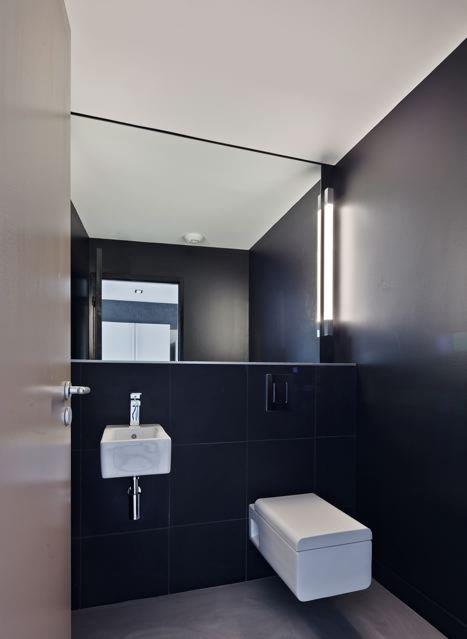 Toilettes Contemporaines Aux Murs Noirs Jean-Pascal & Nadia Crouzet