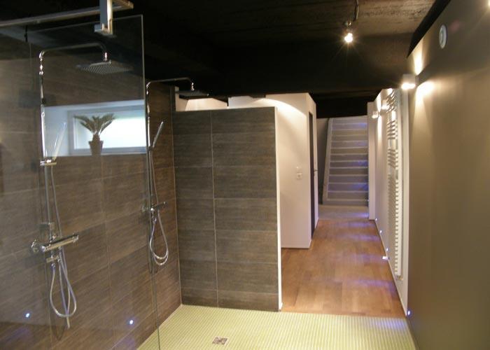 Carrelage pour petite salle de bain for Petite salle de bain contemporaine