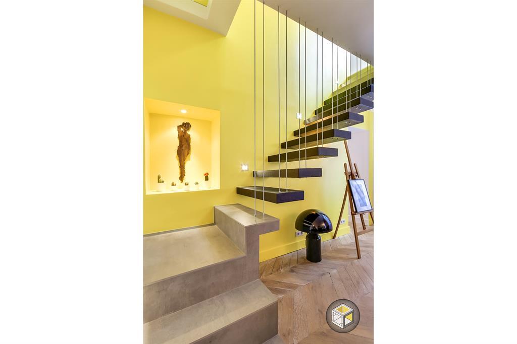Image Escalier suspendu avec des tiges pour créer un garde corps