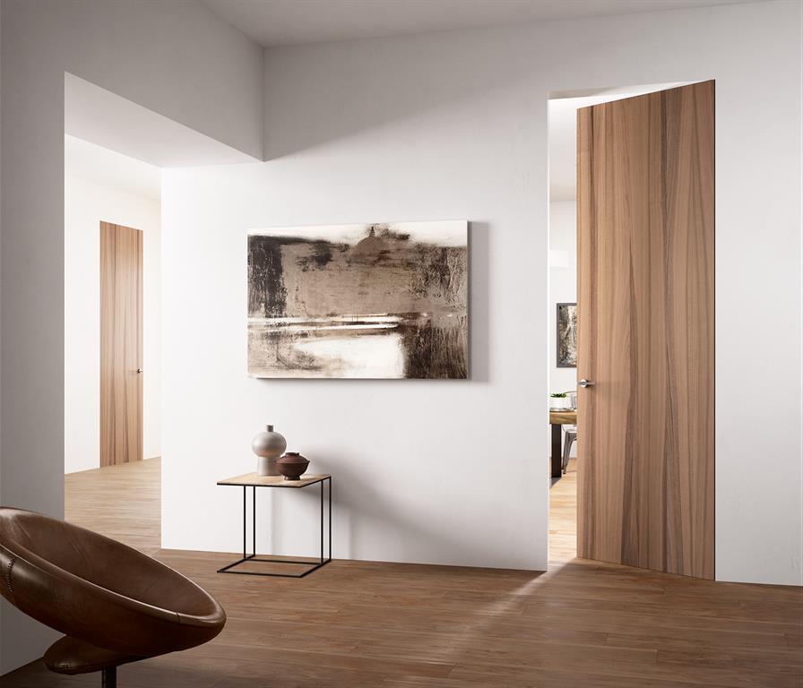 Sehr Couloir avec porte en bois et parquet DirectPortes.fr KE05
