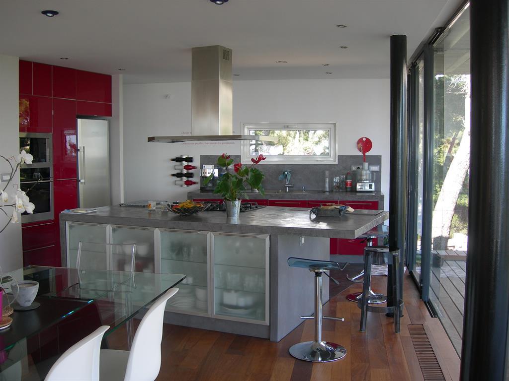 Cuisine plan de travail et cr dence en b ton cir fr d rique legon pyra architecte dplg - Credence beton cire cuisine ...