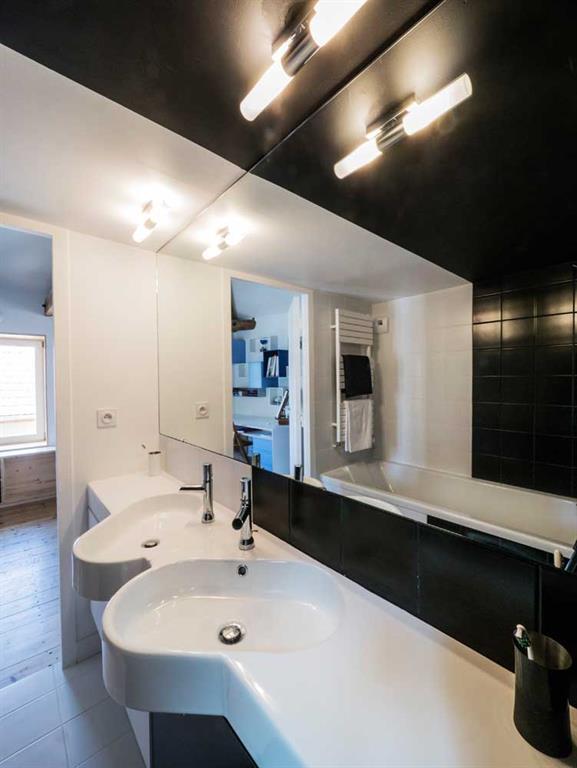 salle de bain am nag e dans un bloc entre 2 chambres