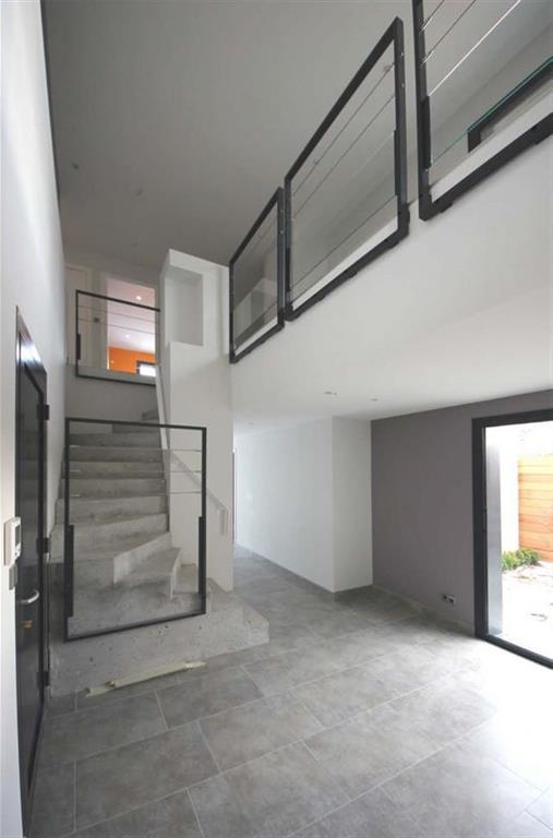 Escalier monolithique en b ton amt photo n 42 domozoom - Escalier contemporain beton ...