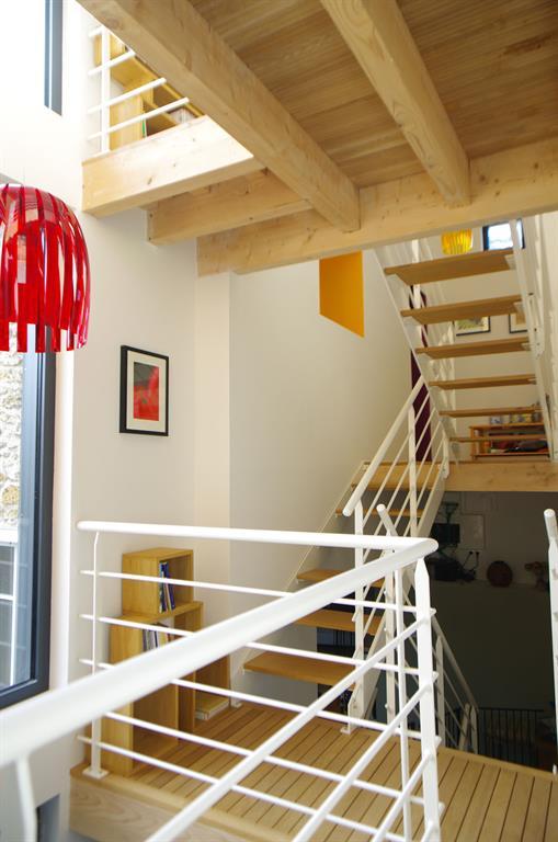 Image Escalier en bois ajouré Marc Lafagne architecte dplg
