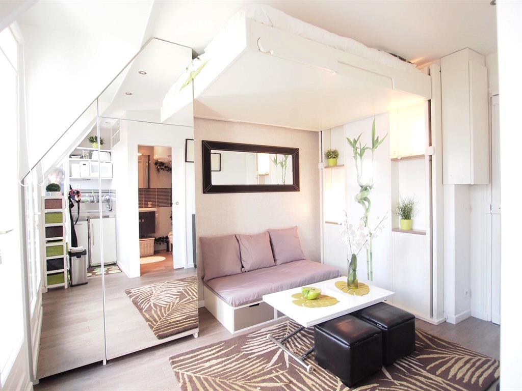 Studio avec lit escamotable idéal pour petites surfaces à équipper