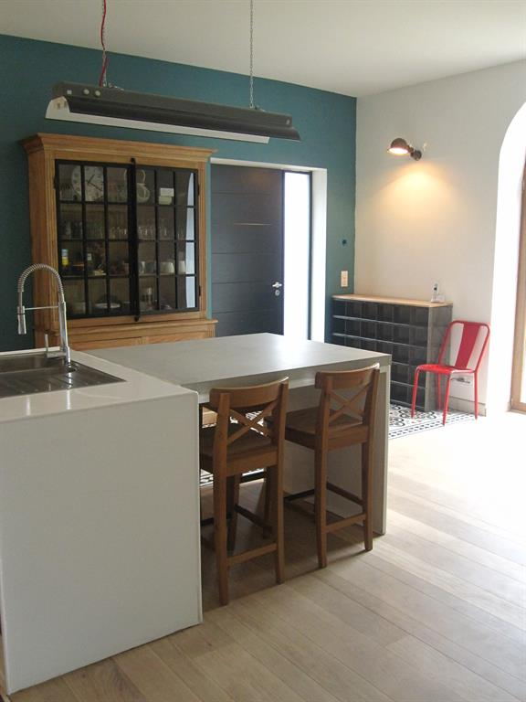 Vue d 39 ensemble de la cuisine style r tro vintage concrete lcda - Cuisine style retro ...