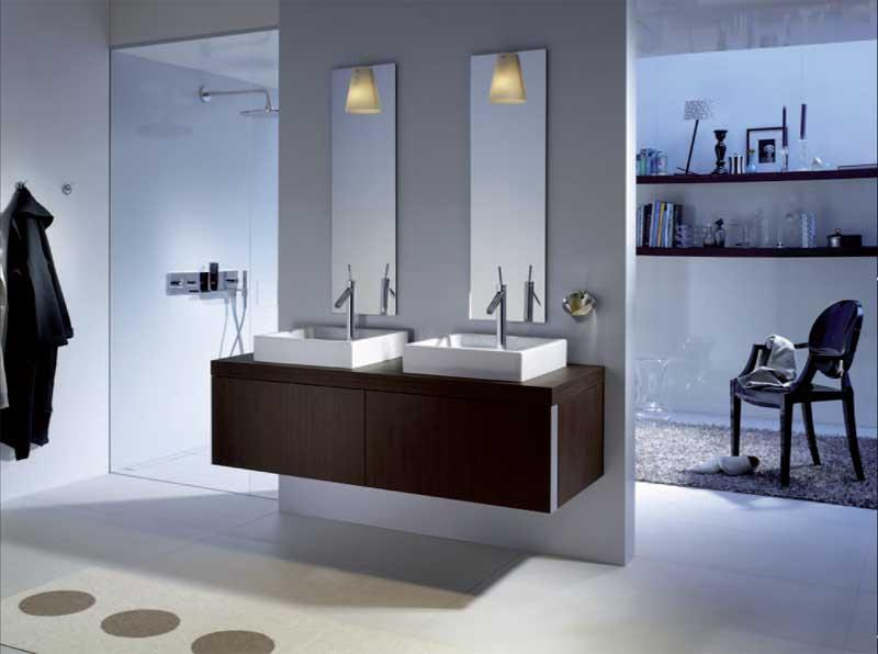 Salle De Bain grande salle de bain contemporaine : Cette grande salle de bain contemporaine offre tout le confort