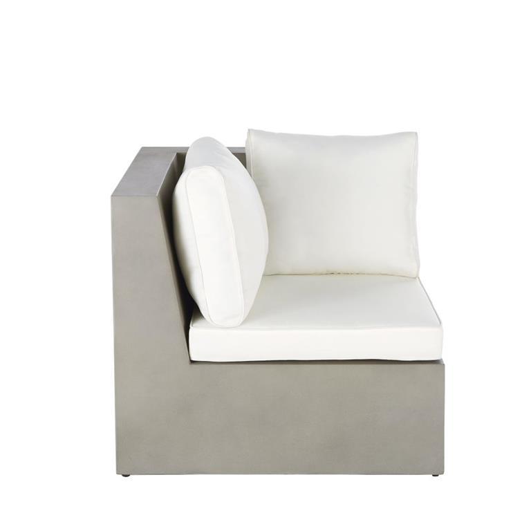 Angle de canapé de jardin en béton et coussins blancs