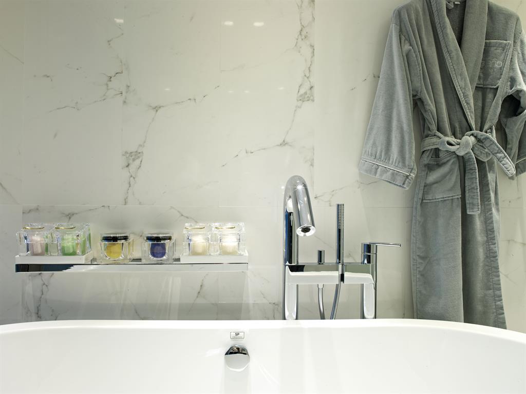 mur en marbre blanc de calacatta pour la salle de bain
