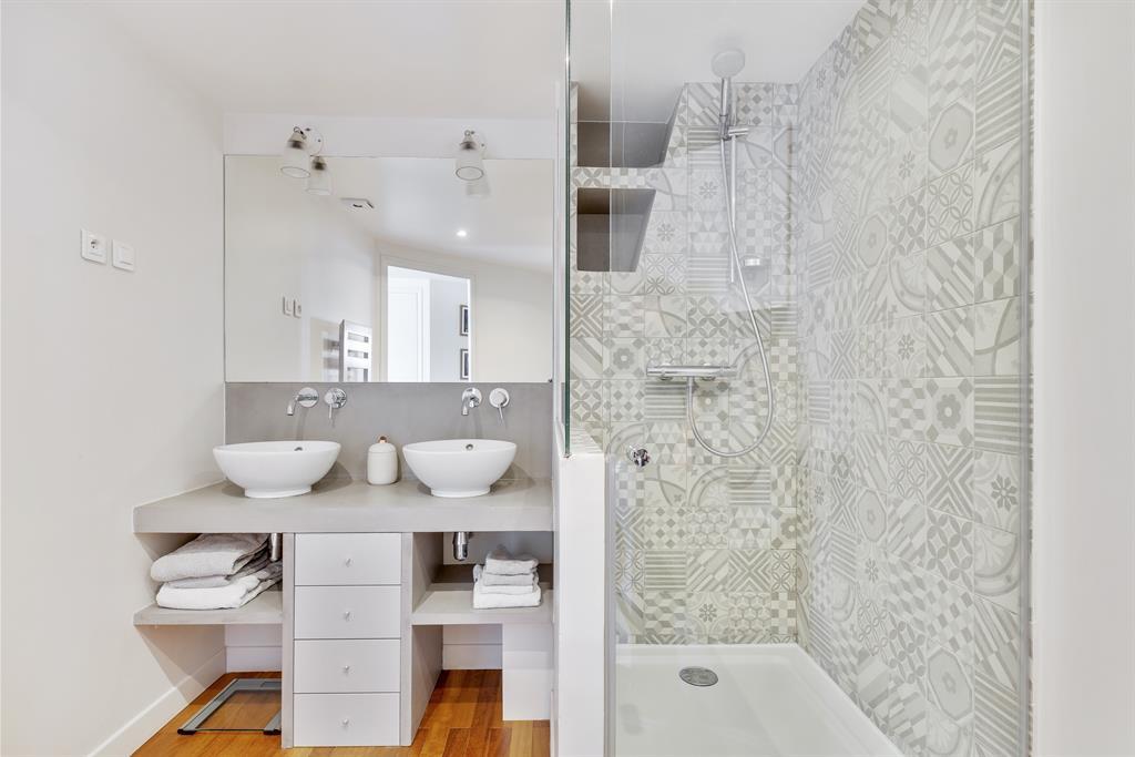 Salled e bain grise et blanche