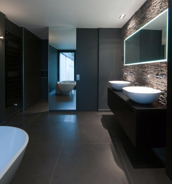 Salle de bain design feutr e avec vasques poser sur un for Meuble de salle de bain vasque a poser