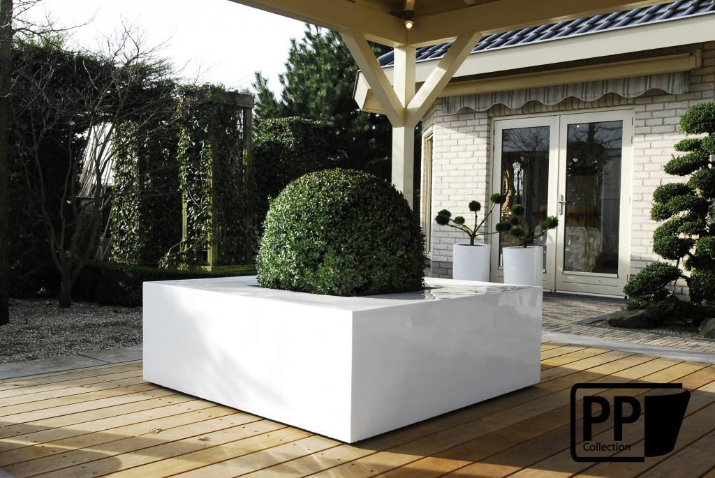 Plante en ext rieur dans un pot design blanc d cotropic - Pot en bois exterieur ...