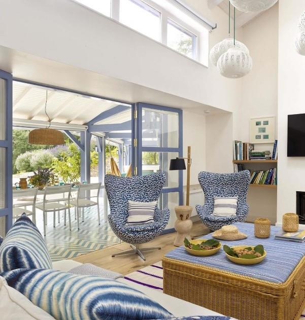 D coration bord de mer dans le salon ouvert sur une terrasse for Salon ouvert sur terrasse