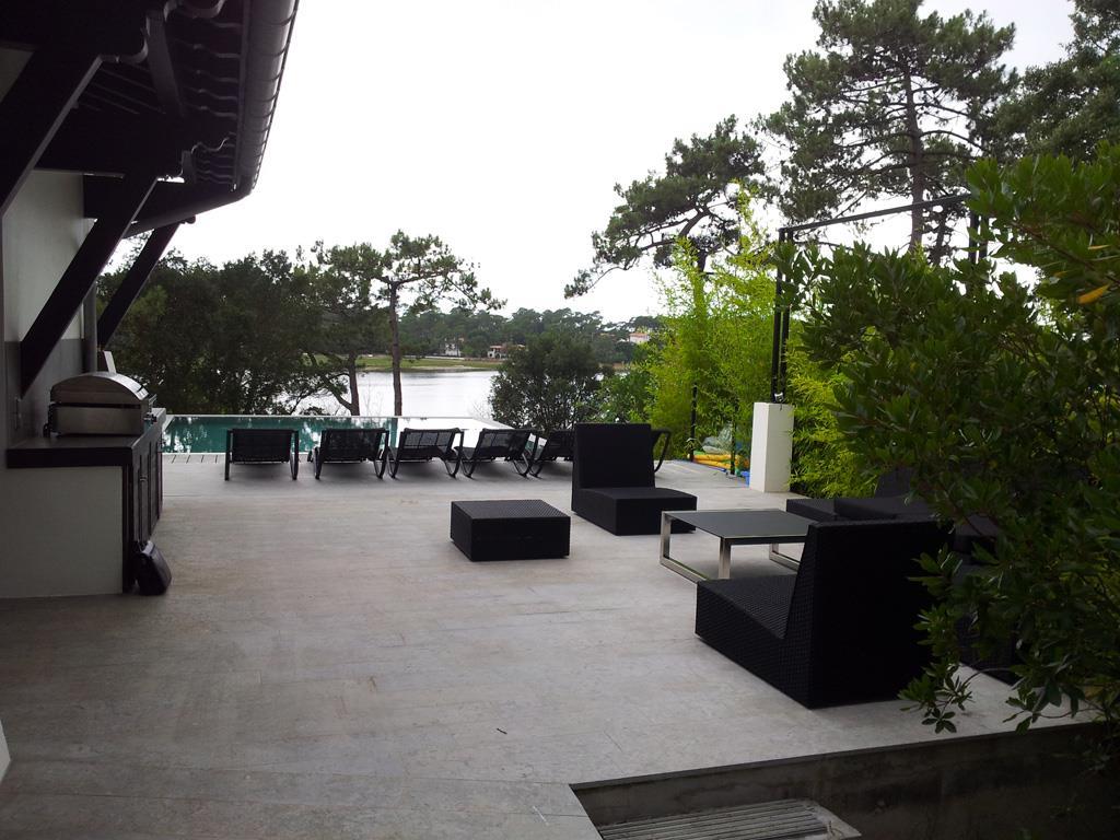 Terrasse en pav e avec salon de jardin lounge fr d ric - Salon de jardin lounge ...