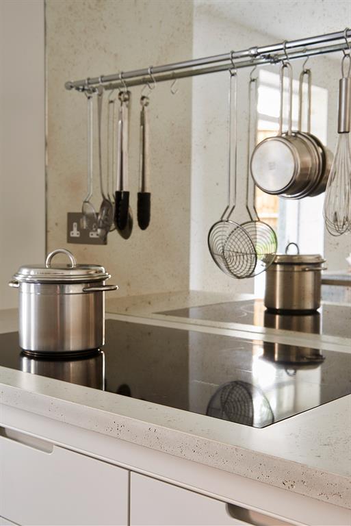 Plateau de cuisine sur mesure en b ton avec d coupe plaque for Mesure plaque de cuisson