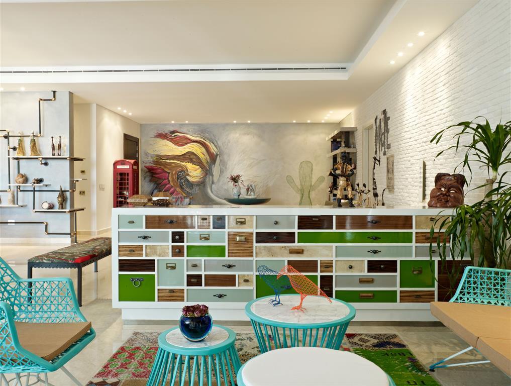 pi ce vivre avec beaucoup de couleurs vick vanlian. Black Bedroom Furniture Sets. Home Design Ideas