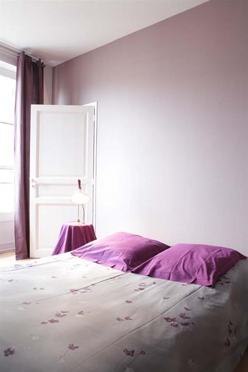 Chambre violette romantique les murs ont des oreilles - Chambre romantique moderne ...
