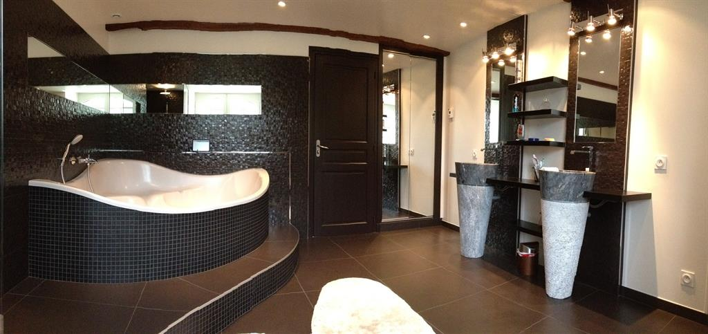 beautiful baignoire salle de bain design pictures design trends 2017. Black Bedroom Furniture Sets. Home Design Ideas