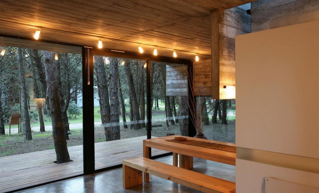Salle manger bois enti rement vitr e maison bois d for Salle a manger bois moderne