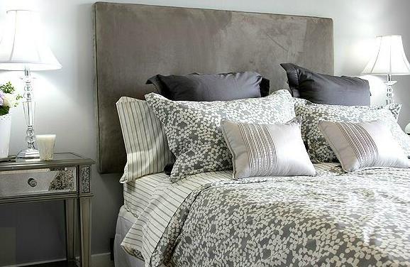 Linge de lit aux teintes grise et blanche