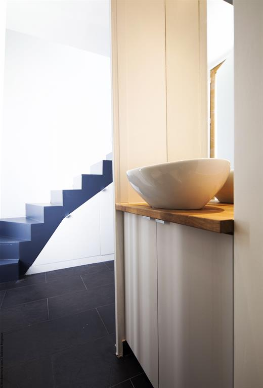 salle de bain petit espace solenne brugiroux photo n 06. Black Bedroom Furniture Sets. Home Design Ideas