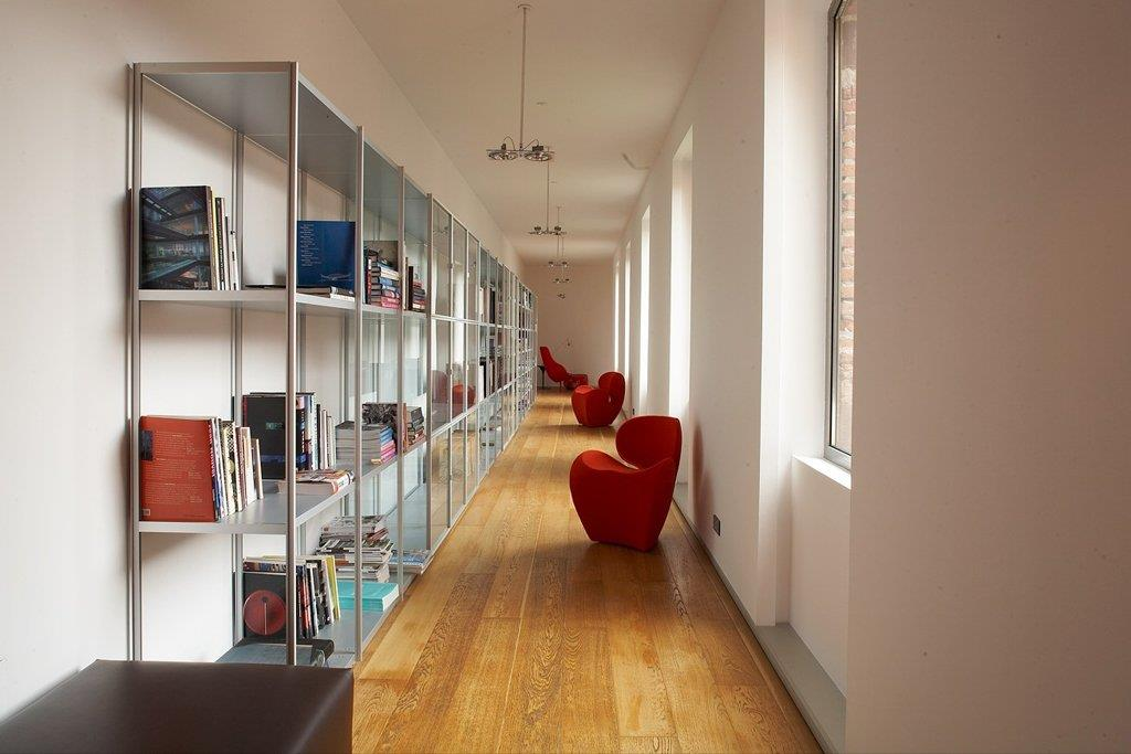 D coration couloir comment habiller les murs par agn s for Idee decoration couloir